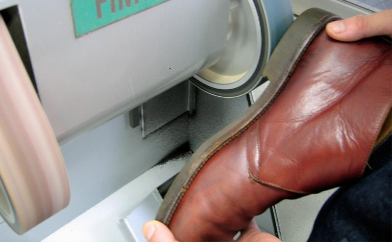 靴修理の作業工程(2)